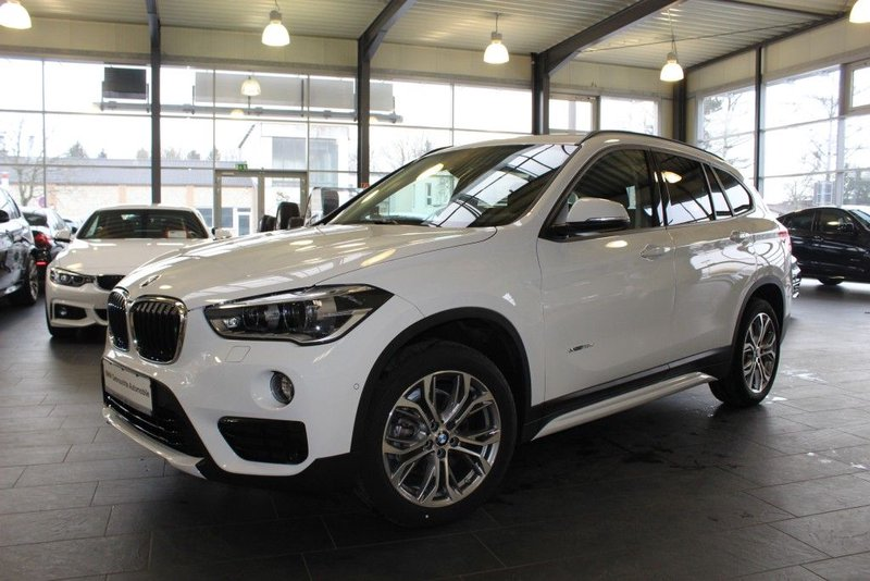 bmw x1 xdrive18d aut sport line navi rfk komfortzugang. Black Bedroom Furniture Sets. Home Design Ideas